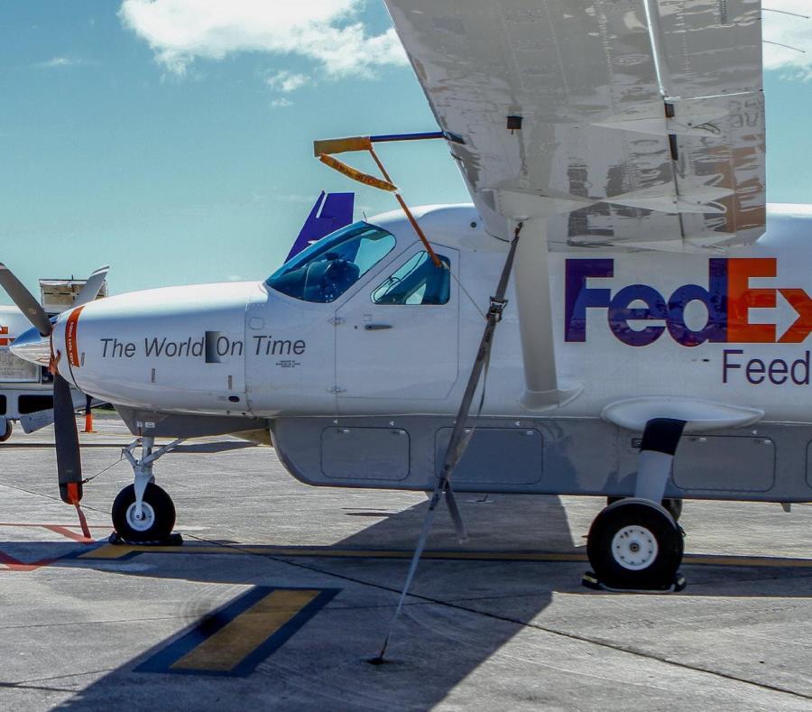 En la foto, una flota de aviones tipo feeder. (semisquare-x3)