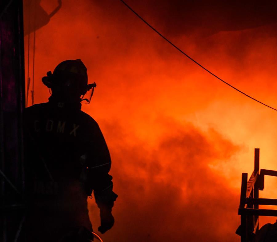 Bomberos de distintos pueblos ayudaron a apagar el incendio. (GFR Media) (semisquare-x3)