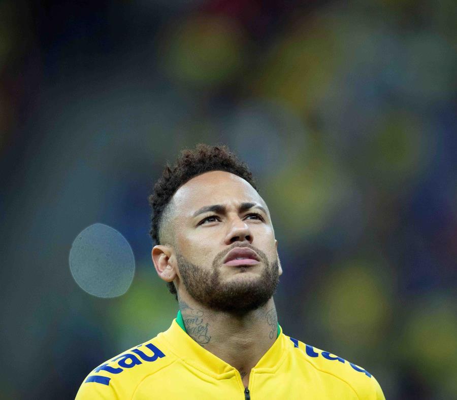 Neymar se ha defendido al difundir mensajes en redes sociales con la intención de demostrar que la acusadora le mandó mensajes amigables tras el supuesto incidente. (EFE / Joédson Alves) (semisquare-x3)