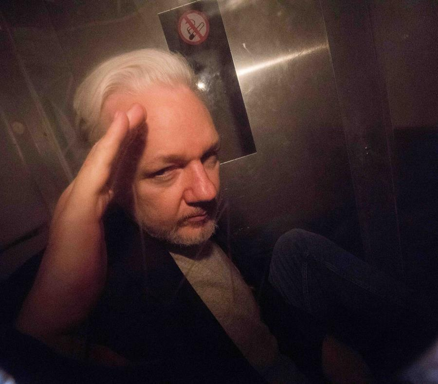 Assange (semisquare-x3)