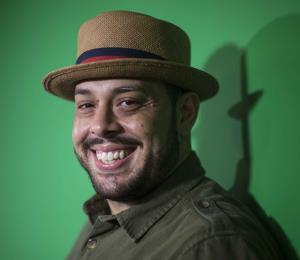 Percusionista incluye el lenguaje de señas en su música para integrar a la comunidad sorda