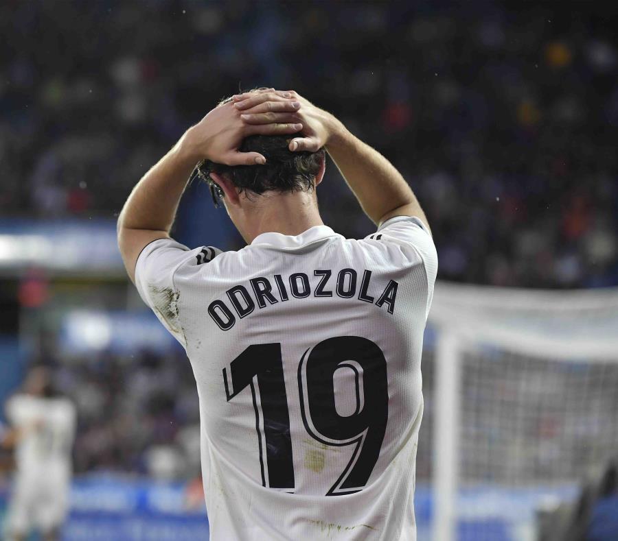 Alvaro Odriozola, del Real Madrid, reacciona durante el juego. (AP) (semisquare-x3)