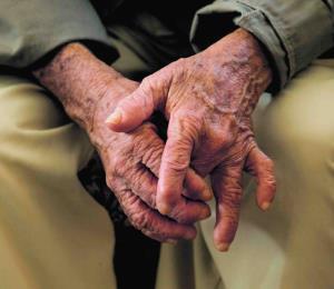 Explotación financiera a los ancianos y más