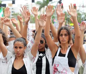 Rostro de mujer en la protesta