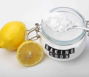 Fact-checking: un té caliente de limón y bicarbonato no elimina el coronavirus