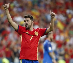 El futbolista David Villa entregó suministros a damnificados de María