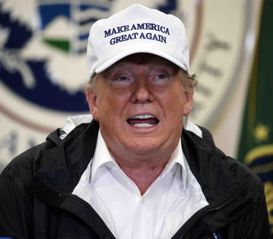 Donald Trump durante su visita a la frontera del sur. (AP) (semisquare-x3)