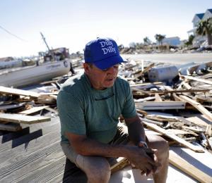 El chef José Andrés cocina para damnificados del huracán Michael