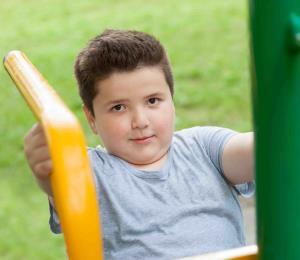 Urge controlar el peso en los niños y adolescentes