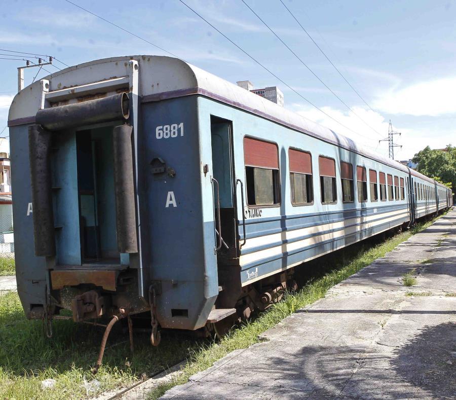 La nueva ley crea dos áreas de operaciones, una dedicada exclusivamente al transporte de pasajeros y otra al movimiento de carga u otros rublos críticos para la industria y la economía. (semisquare-x3)