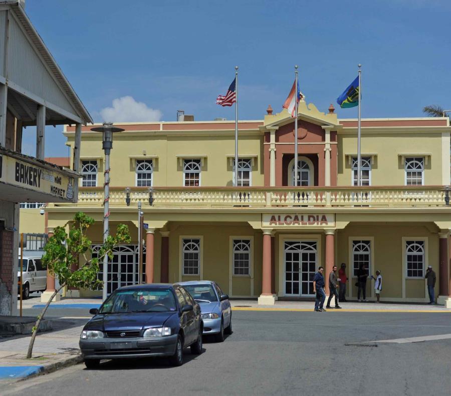 En la foto la Casa Alcaldía de Luquillo (semisquare-x3)