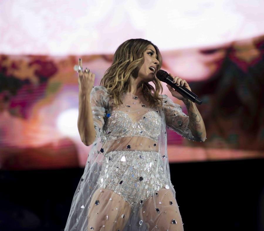 La cantautora realiza con éxito su gira