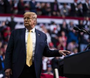 """Trump a votantes: """"Confíen en mí, la economía se recuperará"""