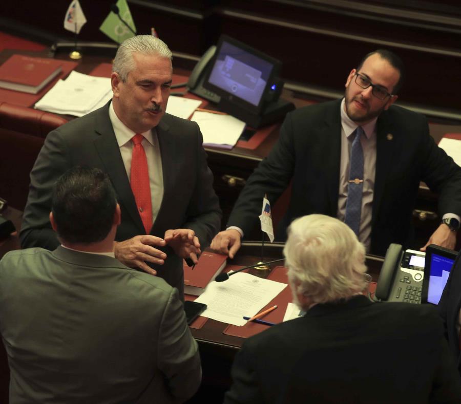 En el Senado, la votación fue de 16 votos a favor, dos abtenidos y 11 en contra, mientras que en la Cámara la pieza resultó favorecida con 29 votos. (semisquare-x3)