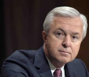 Multan a CEO de Wells Fargo por $17.5 millones