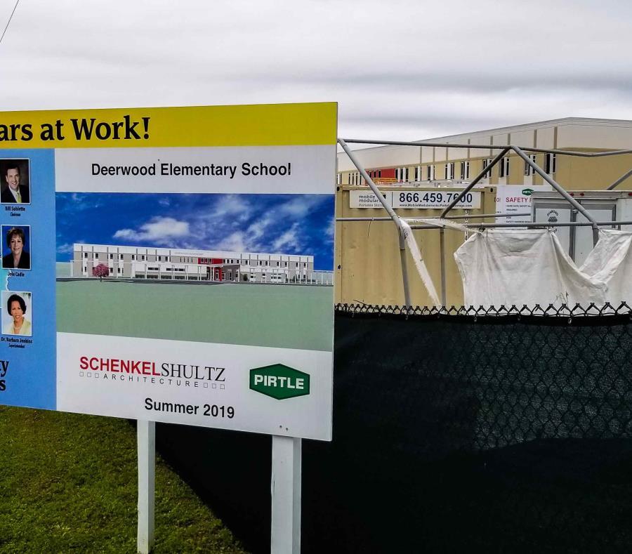 Construcción de la Escuela Elemental Deerwood como parte del proceso del condado de mejoramiento de escuelas. (semisquare-x3)