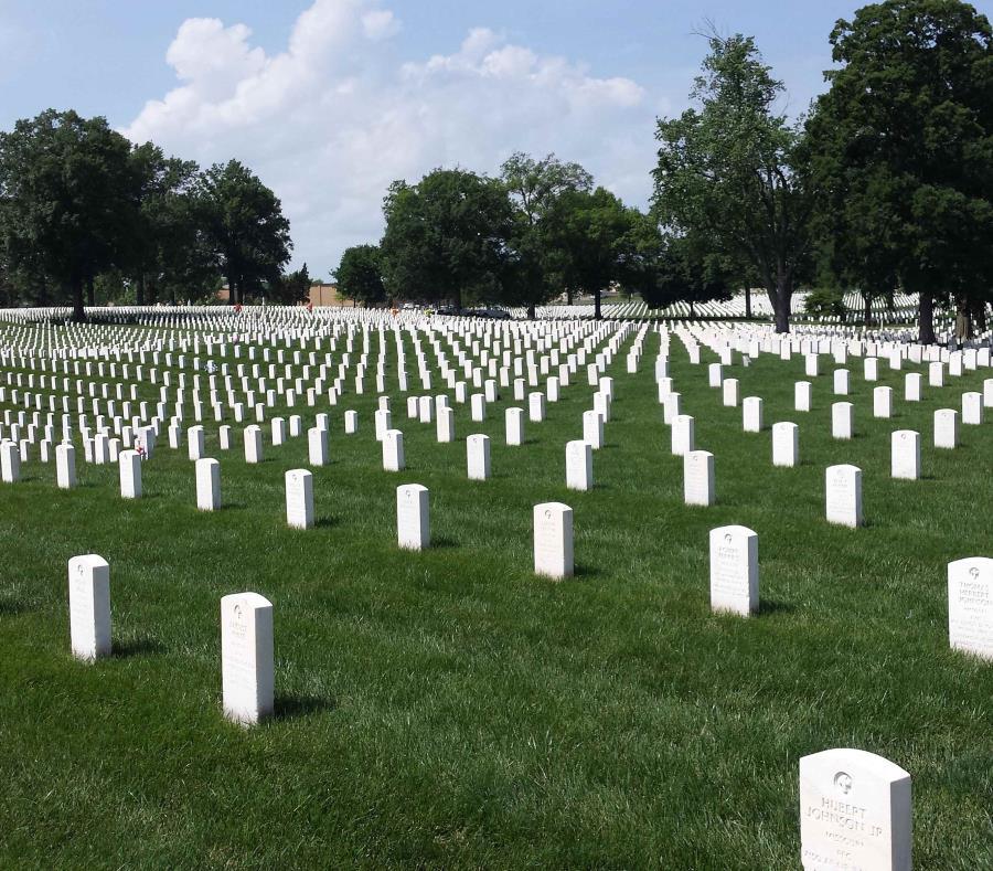 El hombre tumbó las lápidas del cementerio. (Shutterstock) (semisquare-x3)