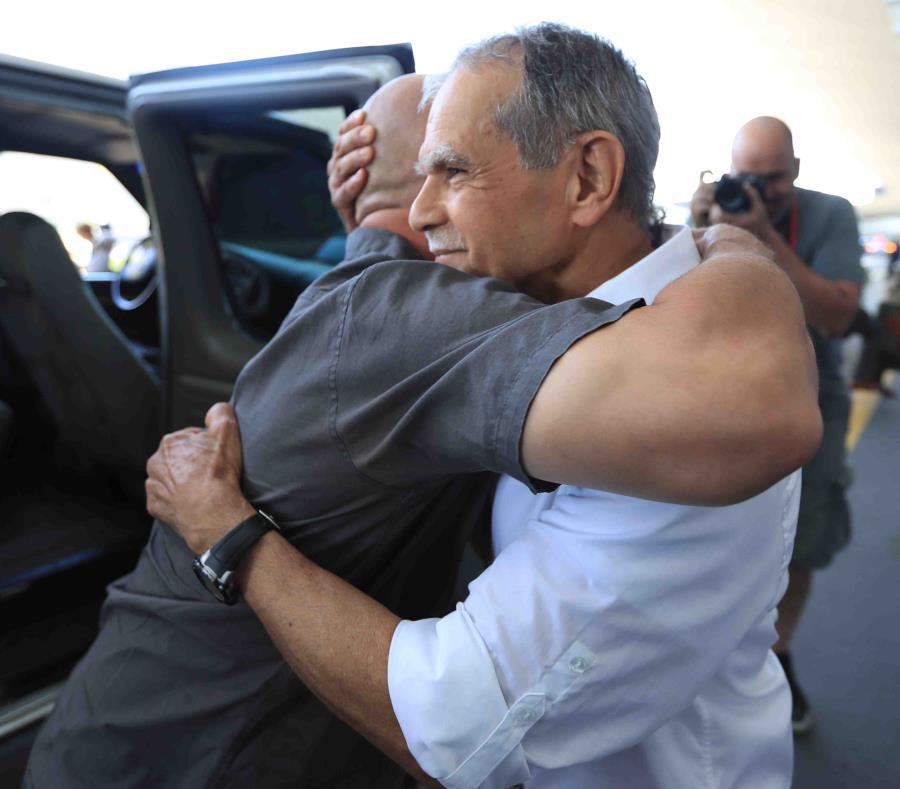 Oscar López Rivera llega a Chicago (semisquare-x3)