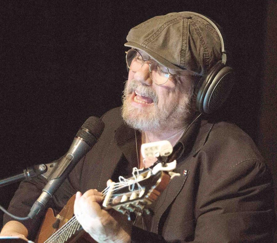 El cantante cubano Silvio Rodríguez durante una grabación. (AP/Desmond Boylan) (semisquare-x3)