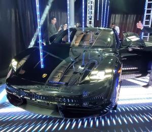 Presentan en la isla el Porsche Taycan, primer eléctrico de la marca