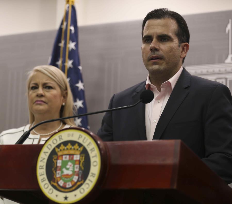 El gobernador Ricardo Rosselló y la secretaria de Justicia, Wanda Vázquez, anunciaron la radicación de las demandas contras las aseguradoras. (semisquare-x3)