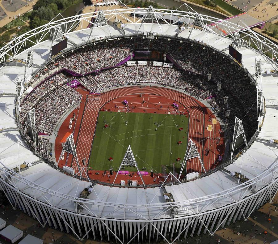 A partir del 6 de enero, se instalará una gravilla para proteger la cancha de fútbol con hierba natural del club West Ham y la pista de atletismo, legado de los Juegos Olímpicos de 2012. (AP / Jeff J. Mitchell) (semisquare-x3)