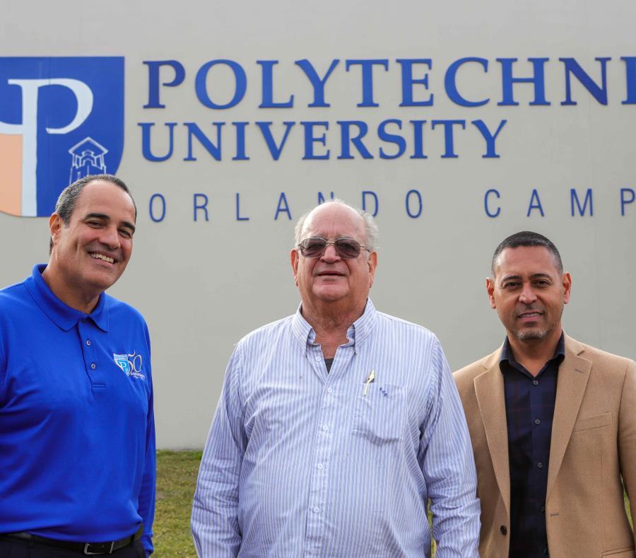 Desde la izquierda, Carlos J. González, decano de Ingenieria; Ernesto Vázquez Barquet, presidente, y Luis Javier Delgado, director del campus de Orlando. (semisquare-x3)