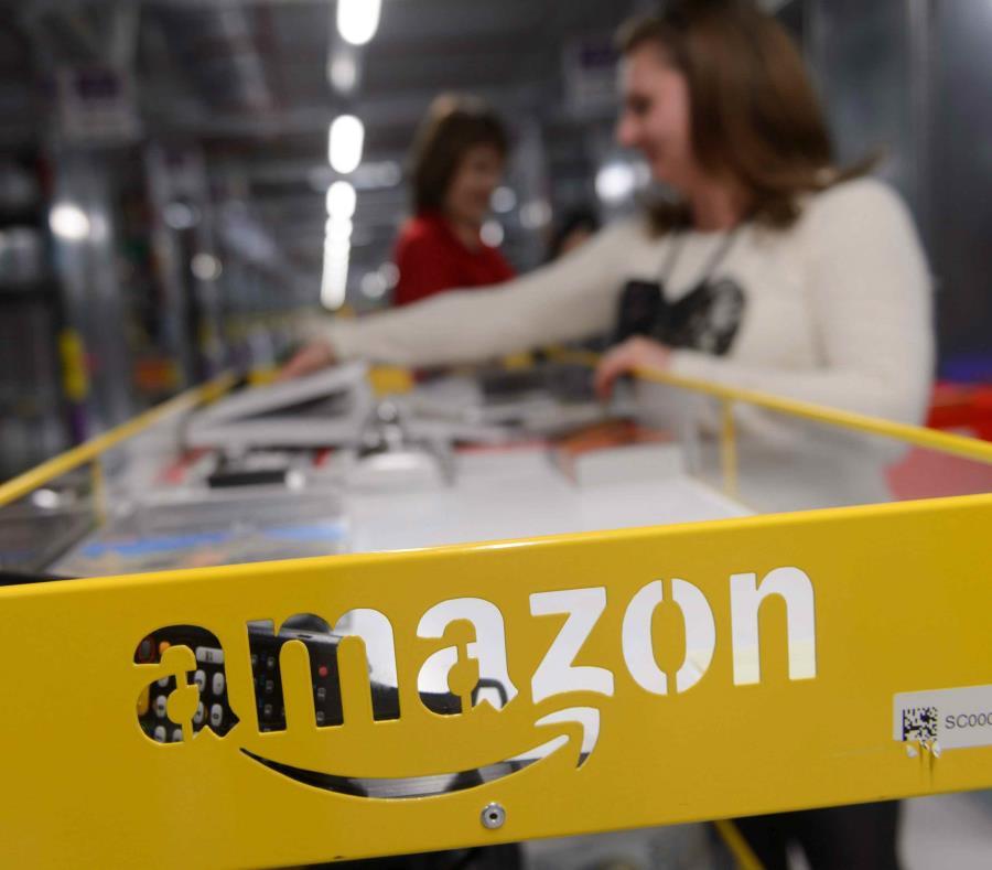 Amazon revela por error datos personales de sus clientes (semisquare-x3)