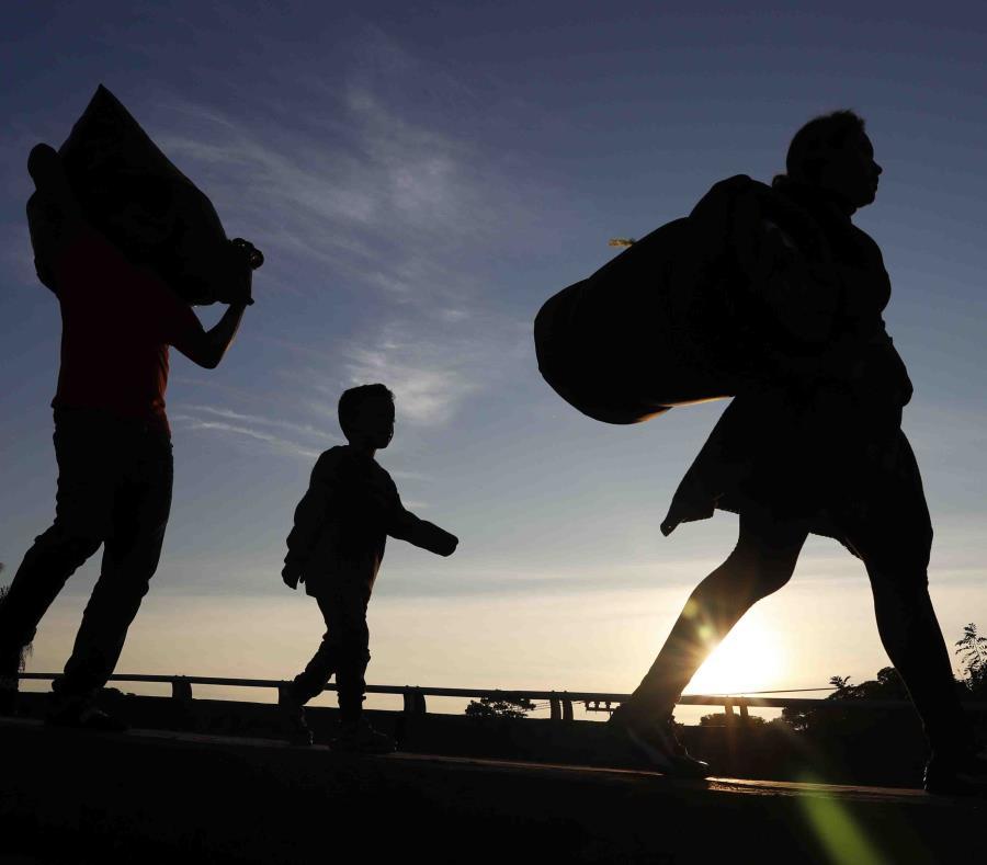 Los funcionarios capitalinos esperaban recibir el lunes a unos 5,000 viajeros.  (AP / Marco Ugarte) (semisquare-x3)