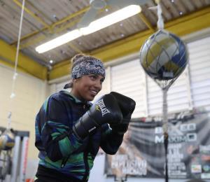 Kiria Tapia noquea los retos fuera del ring
