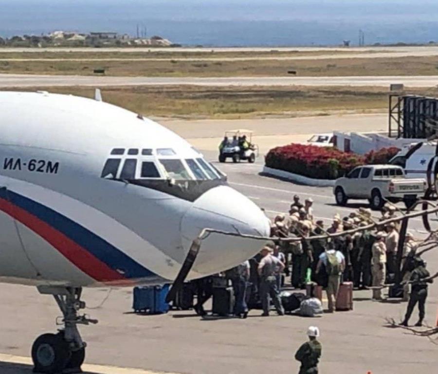 Dos aeronaves militares rusas con casi un centenar de funcionarios aterrizaron en el aeropuerto de Maiquetía, Caracas. (Twitter / @FedericoBlackB) (semisquare-x3)