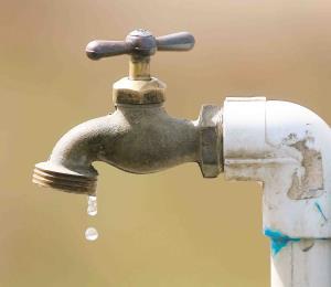 Frustrados por pasar largos meses sin agua de la AAA