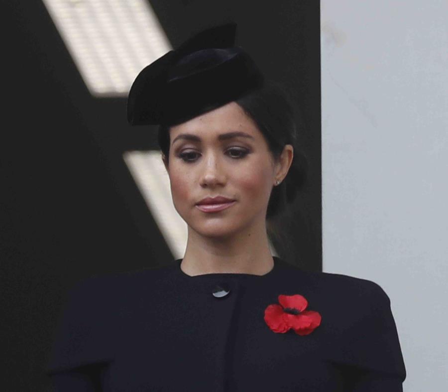 Meghan Markle, duquesa de Sussex, en la ceremonia para recordar a los caídos en guerras en el Cenotaph en Londres en una fotografía del 11 de noviembre de 2018. (AP) (semisquare-x3)