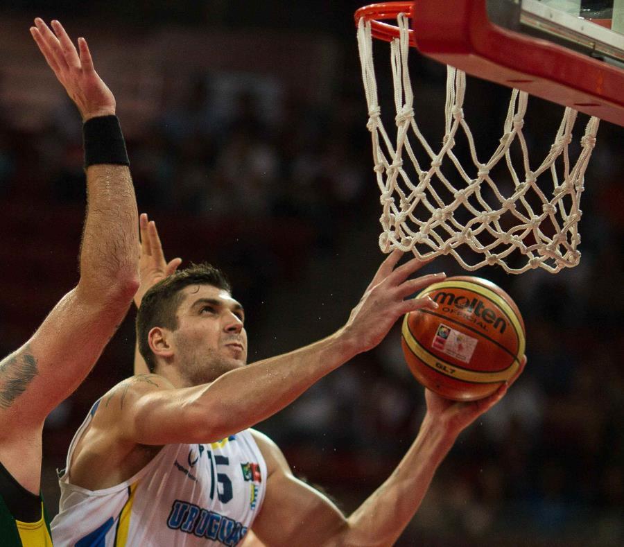 Esteban Batista es la principal carta de triunfo de los uruguayos en el clasificatorio al Mundial por su experiencia en la NBA. (semisquare-x3)
