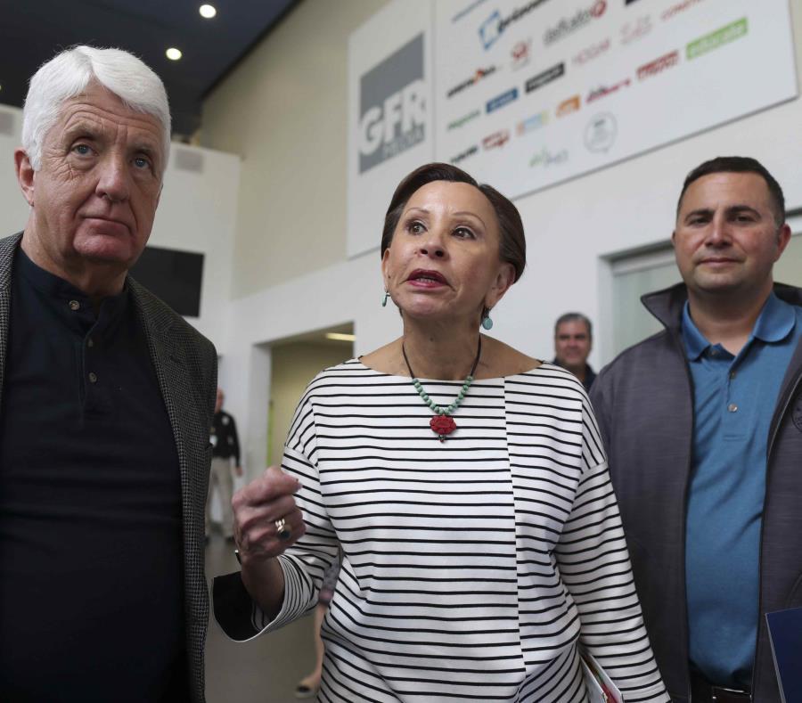Velázquez sostuvo que impulsará que Puerto Rico pase del PAN al Programa de Asistencia Nutricional Suplementaria. (GFR Media) (semisquare-x3)