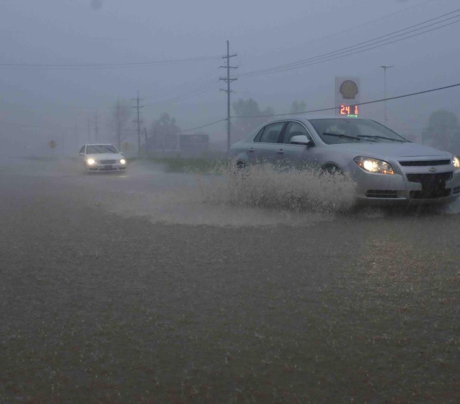 La escena durante la tormenta en Vicksburg, Mississippi el 13 de abril (semisquare-x3)
