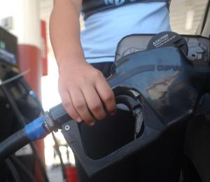 Advierten que posible alza en el petróleo será temporera