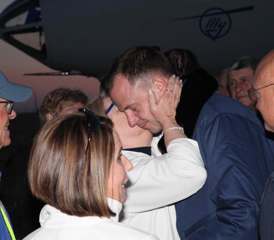El ingeniero de vuelo de la Expidición 57, Nick Hague, a su llegada al aeropuerto de Baiknour tras el lanzamiento fallido de la nave Soyuz MS-10, en Baiknour, Kazajistán. (EFE) (semisquare-x3)