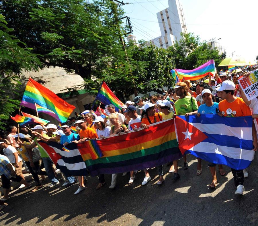 """En los pasados años, en Cuba se ha celebrado la """"Conga Cubana contra la Homofobia y la Transfobia"""". (semisquare-x3)"""
