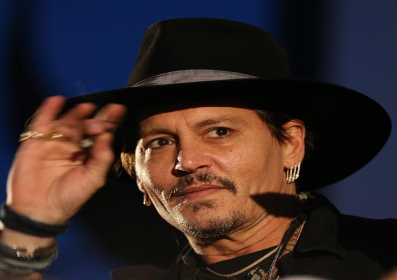 Johnny Depp (semisquare-x3)