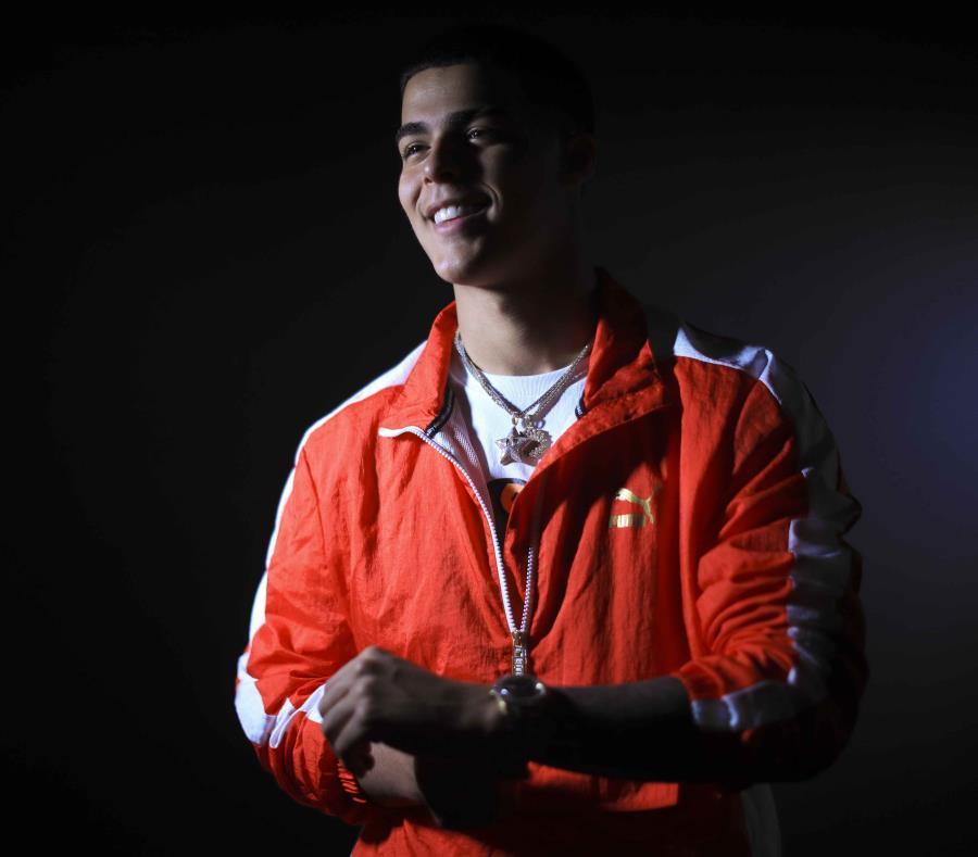Lunay, cuyo nombre real es Jefnier Osorio, unió a dos de los talentos más importantes del género para esta colaboración. (semisquare-x3)