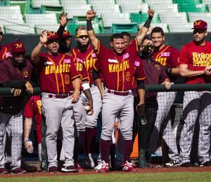 Los Indios están a un paso de la final de la liga de béisbol