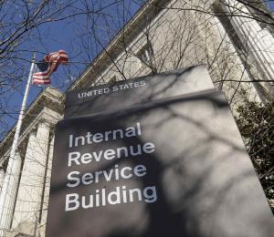 IRS pide a 46,000 empleados que regresen a trabajar sin paga