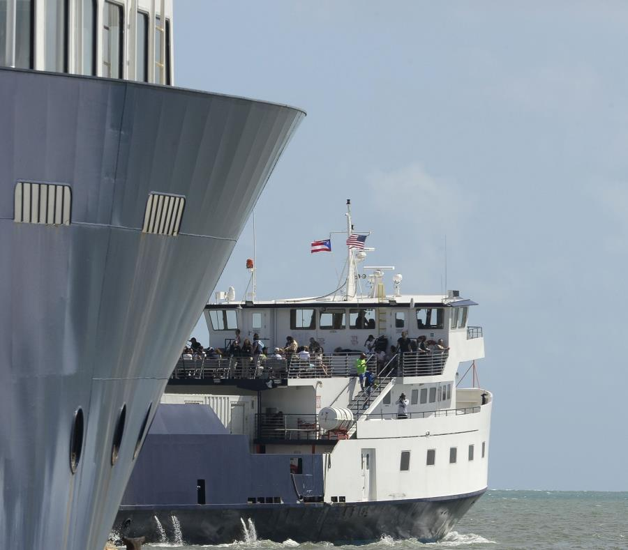Imagen de las lanchas de Vieques y Culebra en el terminal en Fajardo (semisquare-x3)