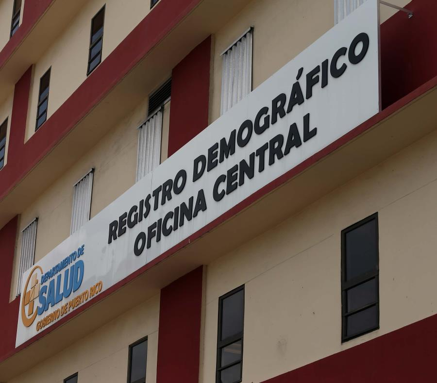 En la foto de la oficina central del Registro Demográfico (semisquare-x3)