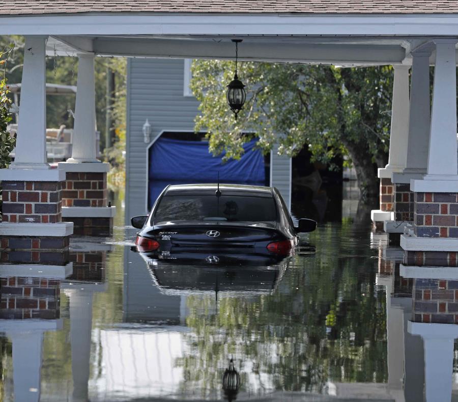 un carro inundado en Nichols, Carolina del Sur. (AP) (semisquare-x3)