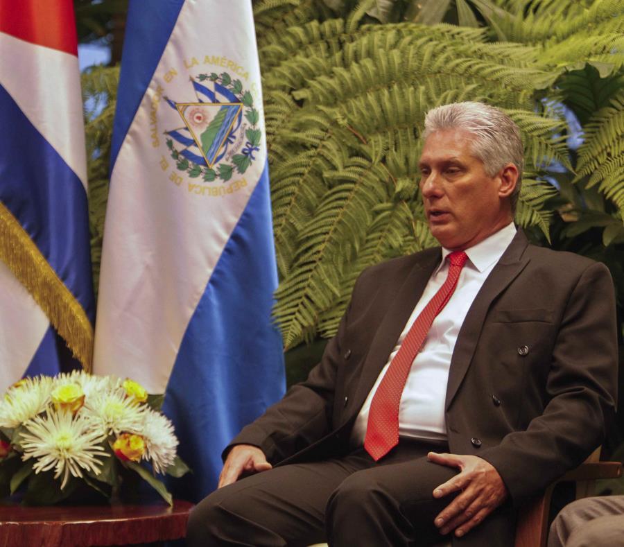 El líder cubano Díaz-Canel llega a Moscú para su primera visita