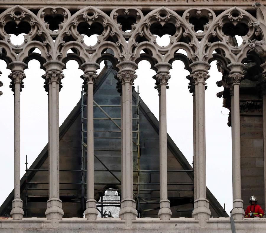 Notre Dame (semisquare-x3)