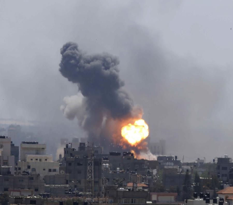 Ataque aéreo israelí golpea la ciudad de Gaza, el sábado 4 de mayo de 2019. (AP / Hatem Moussa) (semisquare-x3)