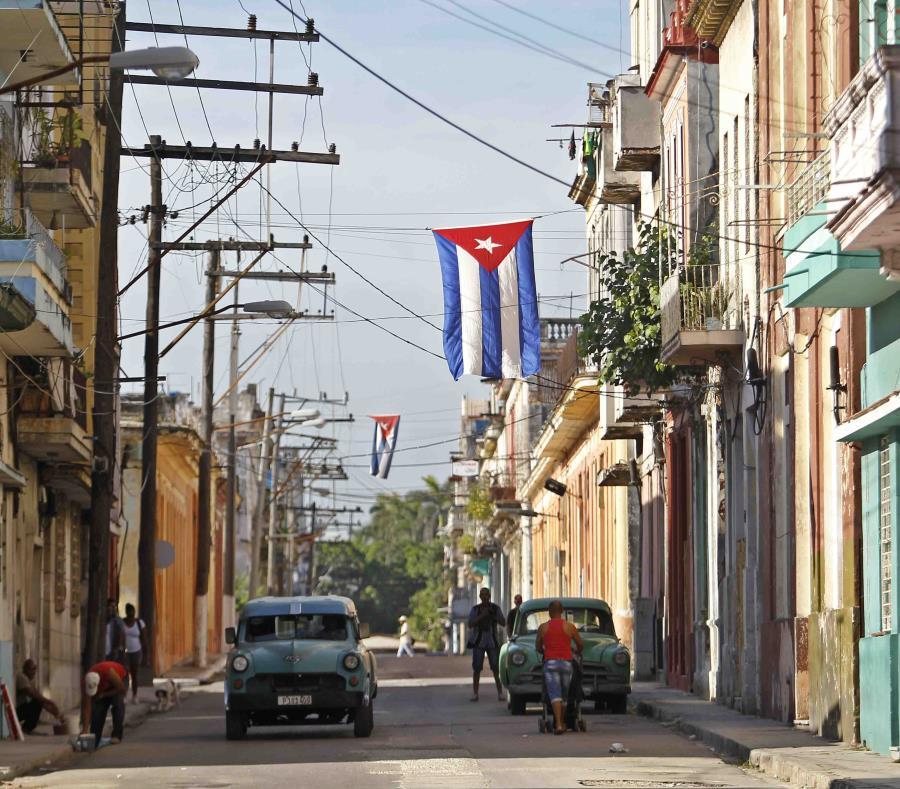 Una calle del centro de La Habana (semisquare-x3)